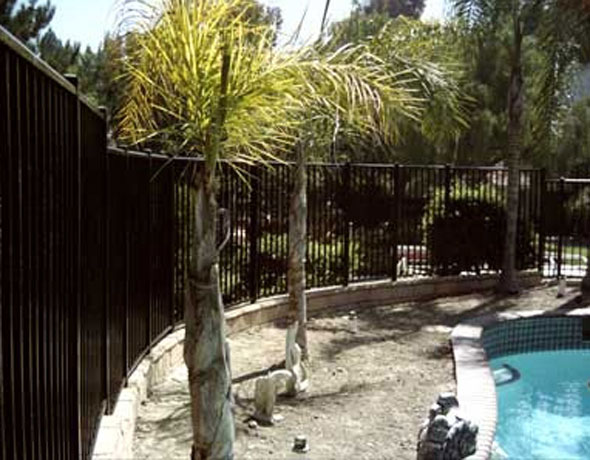 Aluminum Fencing Installer